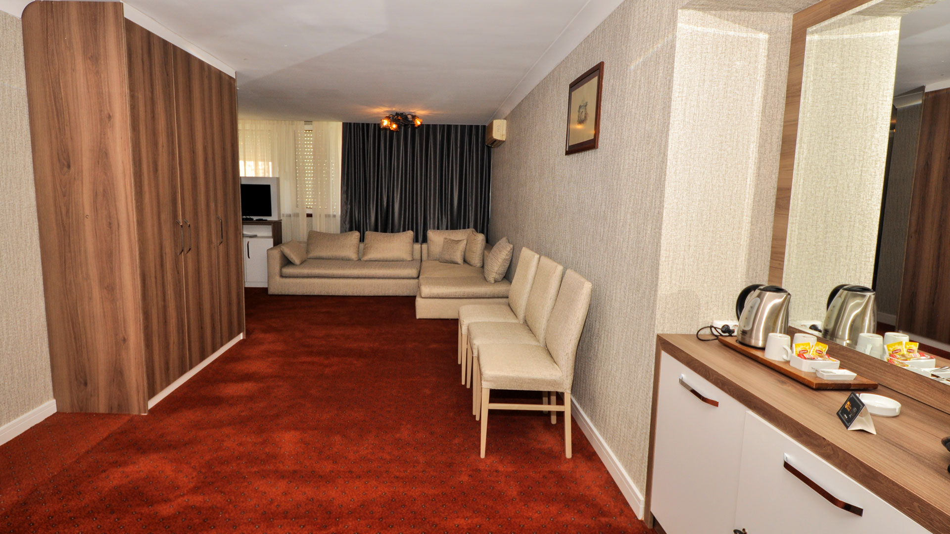 http://en.gurkenthotel.com/wp-content/uploads/executive-4.jpg