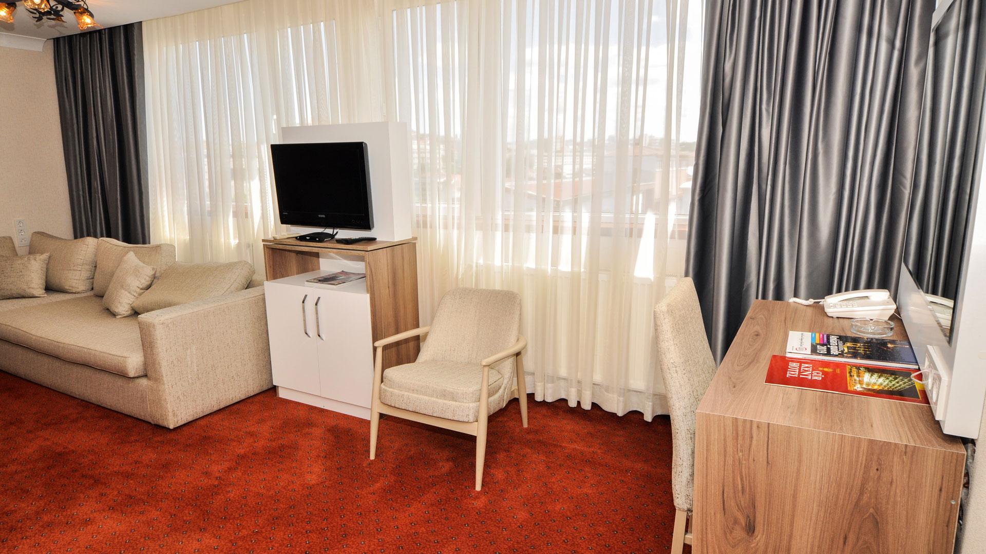 http://en.gurkenthotel.com/wp-content/uploads/executive-5.jpg