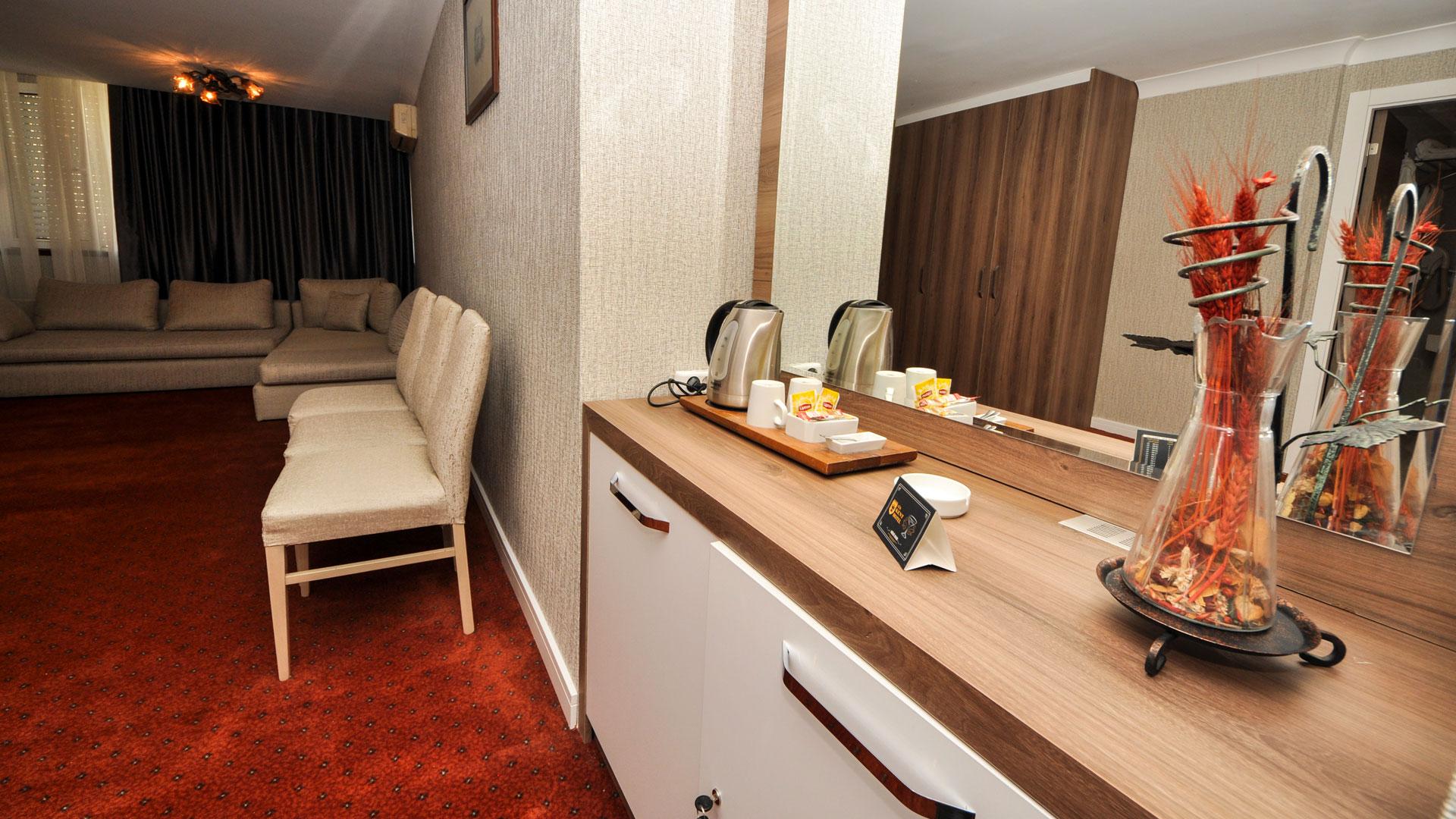 http://en.gurkenthotel.com/wp-content/uploads/executive-6.jpg